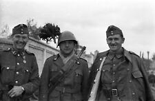 WWII photo Hungarian soldiers with Italian bersalier in the occupied Dneprop 36L