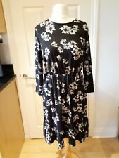 TU Ladies Size 16 Black /White Floral Long Sleeved Dress BNWOT