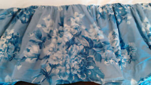 RALPH LAUREN GRACE- CAL KING BEDSKIRT- SHADES OF BLUE & WHITE FLORAL-100% COTTON