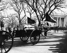 JOHN F. KENNEDY STATE FUNERAL PROCESSION LEAVES WHITE HOUSE  8X10 PHOTO (EP-916)