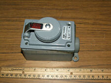 Russellstoll 3743 Receptacle Outlet Box 10 Amp 600vac 20amp 250vac Screw Lid