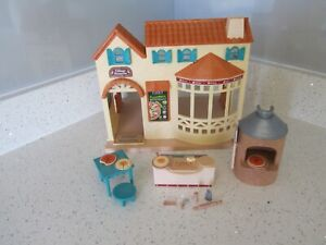 SYLVANIAN FAMILIES VILLAGE PIZZERIA WITH ACCESSORIES