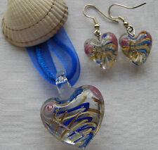 Conjunto De Cristal De Murano En Forma De Corazón Colgante y pendientes rosas y Remolinos Azul