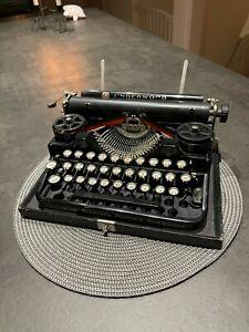 Antique Underwood 3 bank Portable Typewriter Schreibmaschine Máquina de Escrever