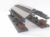 Große überdachte Bahnhofshalle mit schöner Ausstattung Spur N D0150