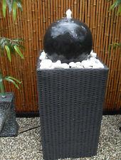 Zimmerbrunnen Gartenbrunnen Rattan und Terrazzokugel LED