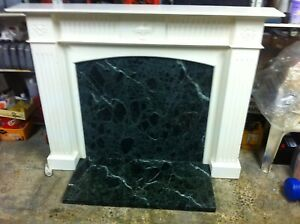 ELEGANT GEORGIAN STYLE FIREPLACE WITH DARK GREEN MARBLE BACK PLATE AND HEARTH