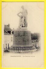CPA 1900 - CHATEAUDUN (Eure et Loir) Statue LE GAULOIS VAINCU