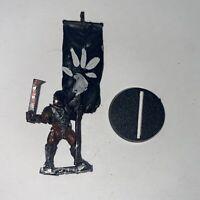 URUK HAI BANNER BEARER - METAL - LORD OF THE RINGS - WARHAMMER