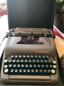 VINTAGE 1957 SMITH-CORONA SILENT TYPEWRITER w/ CASE