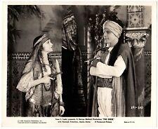 THE SHEIK (1921) Desert Captive Agnes Ayres Holds Rudolph Valentino at Gunpoint