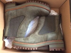 Timberland - Chelsea Olive Nubuck boots - size 5 Brand New