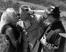 """DEBORAH KERR JOHN HUSTON DAVID NIVEN ON """"CASINO ROYALE"""" SET  8X10 PHOTO (ZZ-241)"""