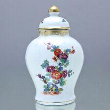Meissen: Teedose mit indischer Blumenmalerei, Kupferfarben, Goldborte Deckelvase