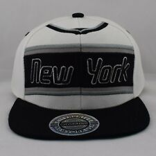 City Hunter New York Rétro Ricamato Bianco e Nero Cappello con Visiera a48feee7864d