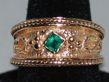 14k Gold ring with an Emerald(May birthstone) and beautiful design weighs 6 gram