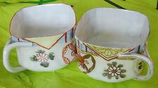 2 x antique peint à la main japonais en Forme de Carré Porcelaine Tasse à Thé signé à la base
