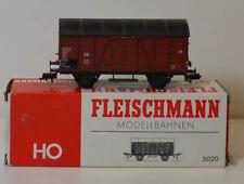 Fleischmann 5020,HO,2 achs.gedeckter Güterwagen  mit Karton (78)