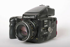 Mamiya 645 PRO mit AE Prismensucher, Power Drive, Rollfilmkassette und Objektiv