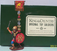 KING & COUNTRY ROMAN EMPIRE RO20-RE FIGHTING AQUILIFER WITH FLAG MIB