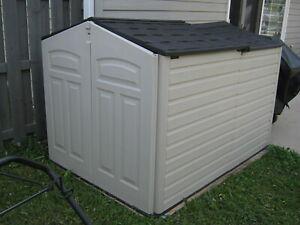 Rubbermaid Slide-Lid Resin Weather Resistant Outdoor Garden Storage Shed, Sandst