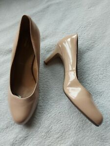 Clarks Collection Wide Fitting Ladies Nude Court Shoes Size 7