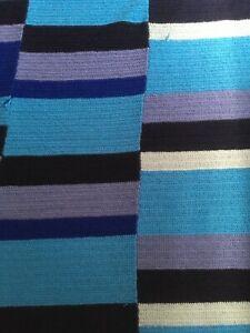 Ancienne couverture bleue  plaid vintage laine crochet 205 x 185 dessus de lit