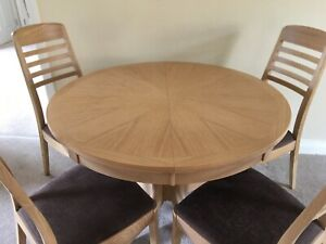 NATHAN SHADES LIGHT OAK, PEDESTAL, ROUND, EXTENDING DINING TABLE & 4 CHAIRS