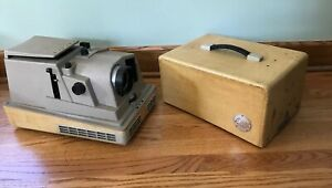 Revere 555 Slide Projector with Case TESTED ~VINTAGE~ RARE