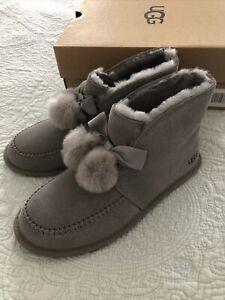 Ugg Kallen Shearling Lined Suede Slipper Pom Pom Ankle Bootie Gray Size 7 New