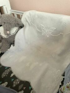 LOVELY 1920s AnTiQuE BABY Embroidery Linen & Lace CRADLE Pram COVERLET All White