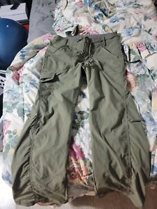 REI roll-up hiking pants Olive Color waist 0 petite Inseam 28