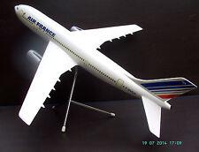Maquette d'agence, AIRBUS A 300, AIR FRANCE. Résine, monobloc, échelle 1/10.0