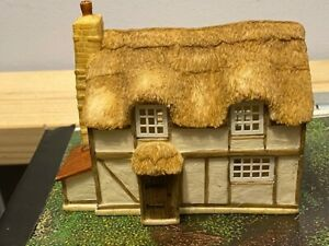 HORNBY BUILDING - THATCHED COTTAGE - SKALEDALE
