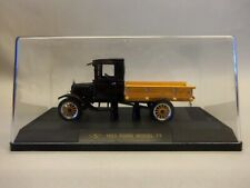 SIGNATURE 1:32 scale 1923 FORD MODEL TT with DISPLAY CASE
