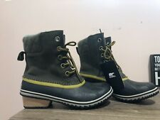 Sorel Snow Boots Women's size 7.5 Hunter Green and Navy Blue