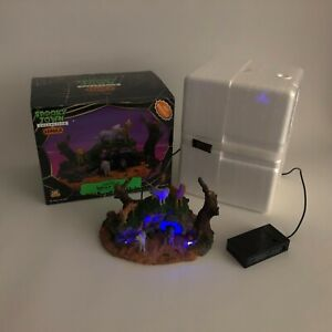 Lemax Spooky Town Halloween Wolfpack Den 74590 Retired Lighted Table Accent