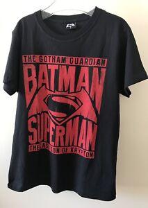 Batman Superman tshirt  Size Small To Fit 13 -15 Y Boys