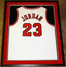 MICHAEL JORDAN CHICAGO BULLS HAND SIGNED AUTOGRAPHED CUSTOM FRAMED JERSEY! PROOF