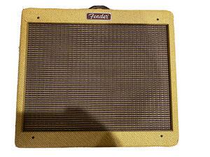 Fender 0213205700 Blues Junior 120V Guitar Amplifier - Lacquered Tweed (NOS)