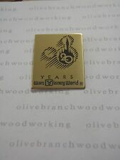 WDW 1992 Walt Disney World CAST MANAGER'S 20 YEARS Castle Gold Commemorative Pin