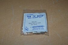 Vintage Wathers HO Scale #933-851 Vending Machine & Cans  NEW
