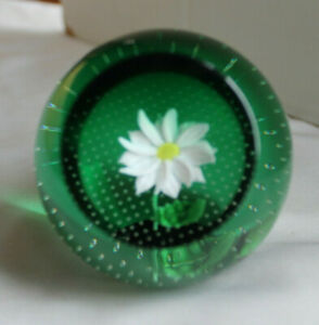 CAITHNESS Scotland Signed & Numbered Dasiy / Green  Studo Art Glass Paperweight