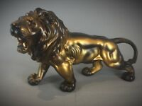Statuette animalière Sculpture d'un Lion rugissan - Art Deco - 55 cm - 3 kg