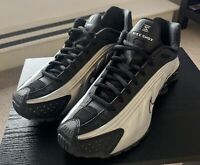 Nike Shox R4 Size 9 Mens Trainers. Black/Metalic Silver Size 9