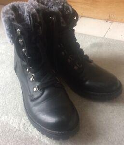 LADIES M&S COLLECTION BLACK LACE UP BOOTS FAUX FUR TRIM SIZE 5