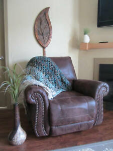 Cozy Crochet Varigated Throw Blanket / Afghan   >