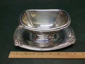 Vintage 1847 Rogers Bros DAFFODIL Silverplate Gravy Boat w/ Attached Tray