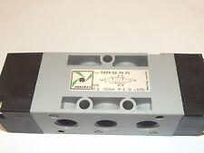 Pneumax 224.52.11.11, 1/4 Bsp Pilot-Pilot Valve with 1/8 bsp Pilot Ports