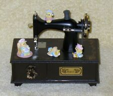 VINTAGE MUSICAL CLASSIC SEWING MACHINE MUSIC BOX KITTENS CATS